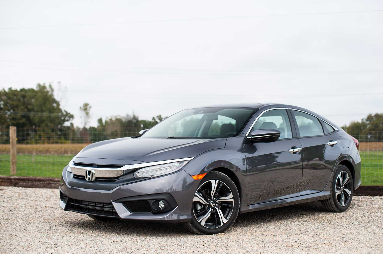 2016-Honda-Civic-Front-Three-Quarter